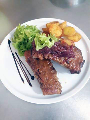 Coastite de porc cu sos barbeque